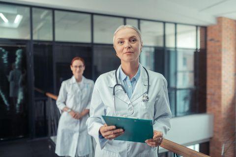 Chefarzt: Chefärztin im Krankenhaus