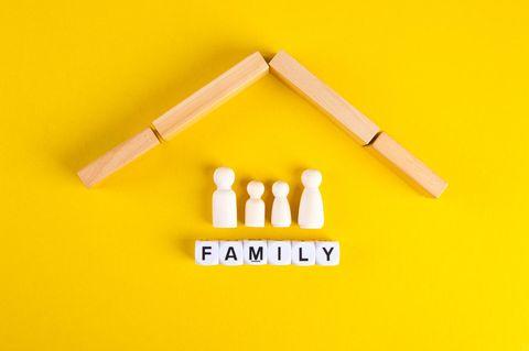 Hausratversicherung: Familie unter einem Dach