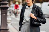 Süßer Schulmädchen-Look oder coolesmega Trend-Outfit? Beides! Frenchies und auch alle anderen Fashionistas haben für den Frühling 2021 kurze Faltenröcke und Polohemden neu für sich entdeckt.
