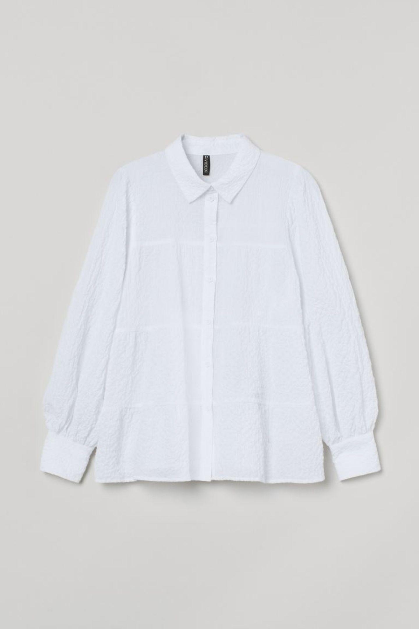 Weiß macht sich hervorragend in jeder Frühlingsgarderobe. Vor allem, wenn sie coole Ballonärmel hat. Crêpe-Bluse von H&M, etwa 25 Euro.