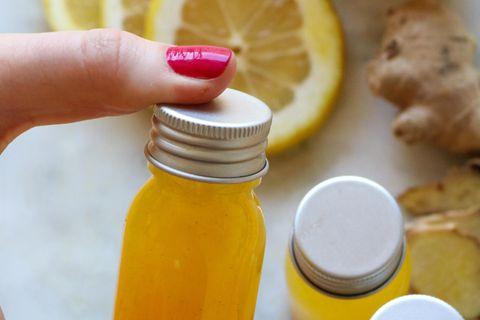 Beauty-Drinks: Kleine Flaschen und Obst