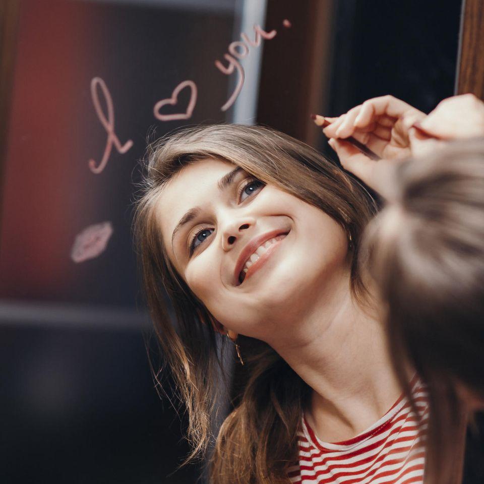 Selbstliebe: Glückliche Frau