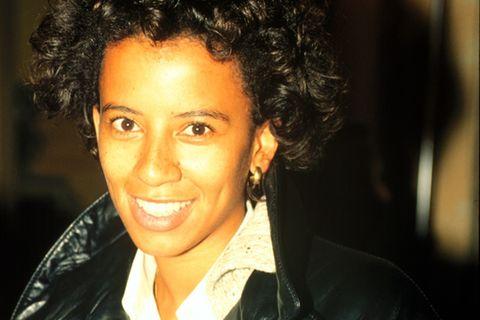 90er Moderatorinnen: Arabella Kiesbauer mit Lederjacke
