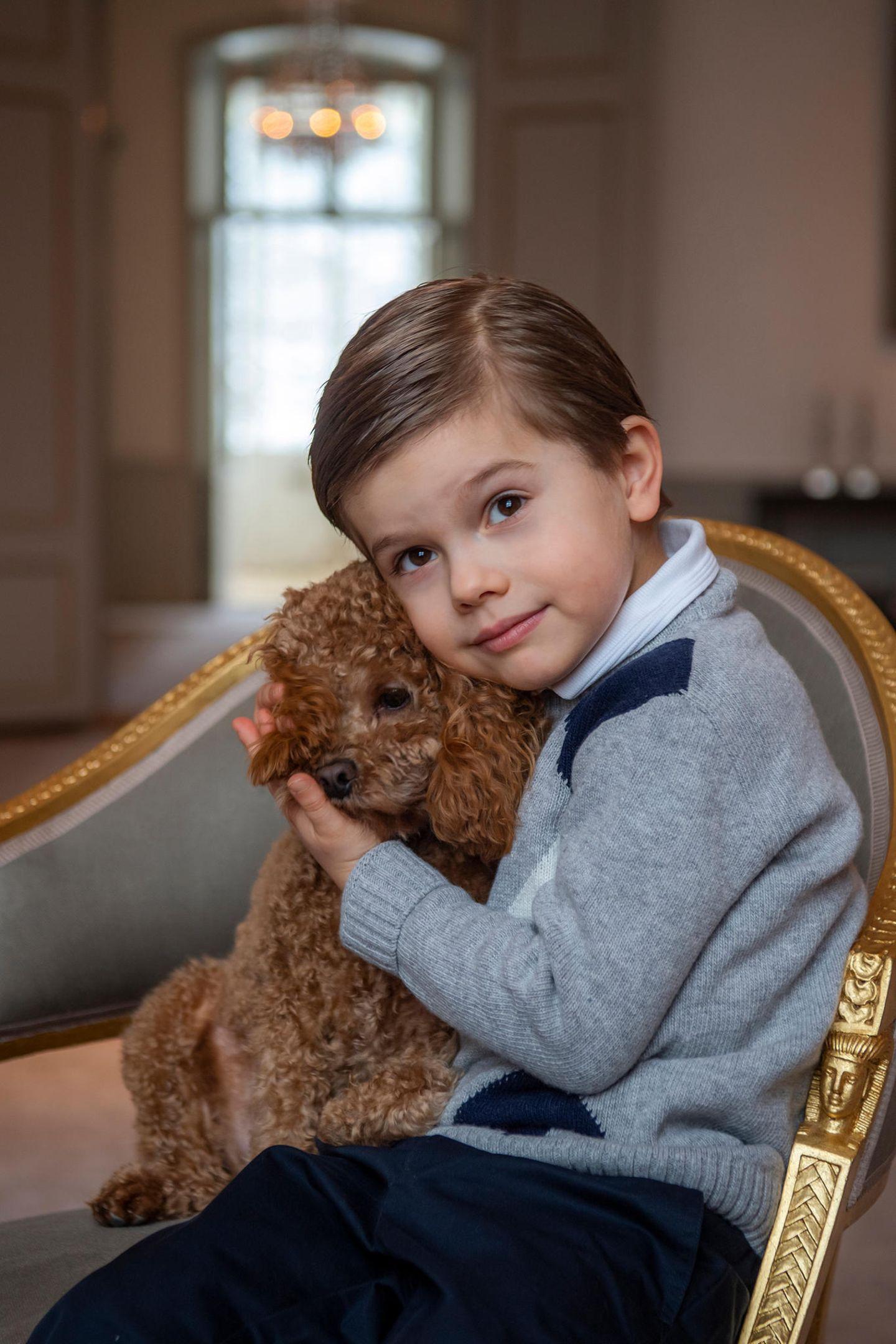 Royale Kinderfotos: Prinz Oscar mit Hund