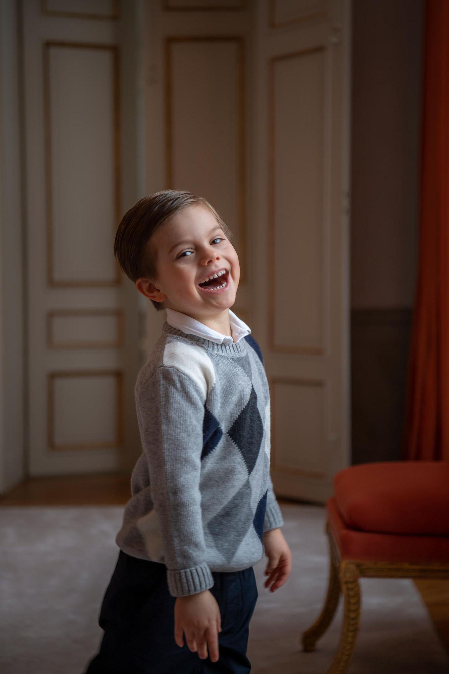 Royale Kinderfotos: Prinz Oskar lacht