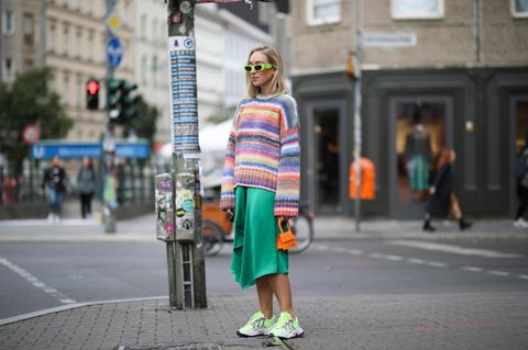 Frühlingstrend 2021: Rainbow-Pullover