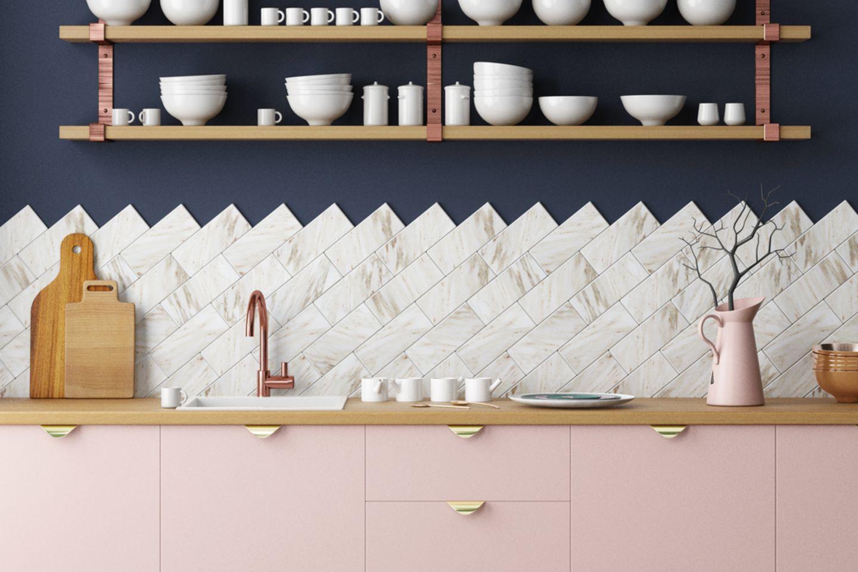 Küche renovieren: Küchenzeile in rosa