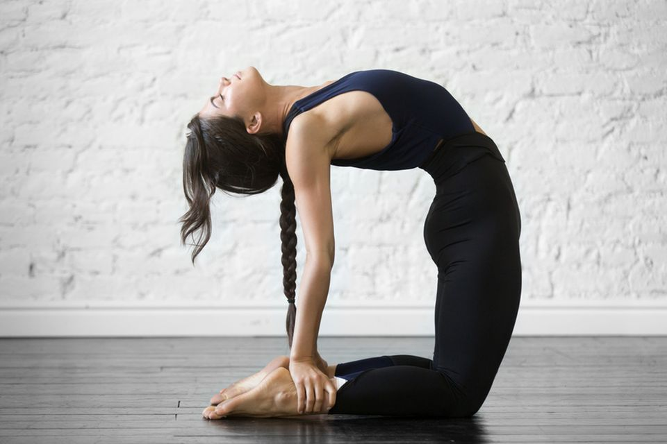 Bikram Yoga: Frau beim Yoga