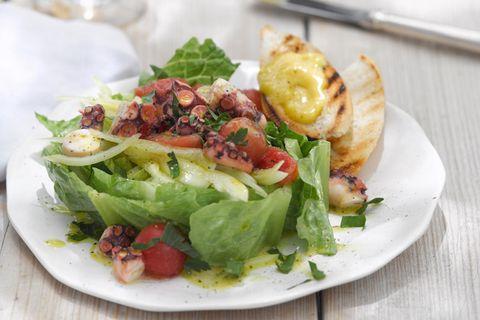 Pulpo-Salat mit Aioli-Crostini