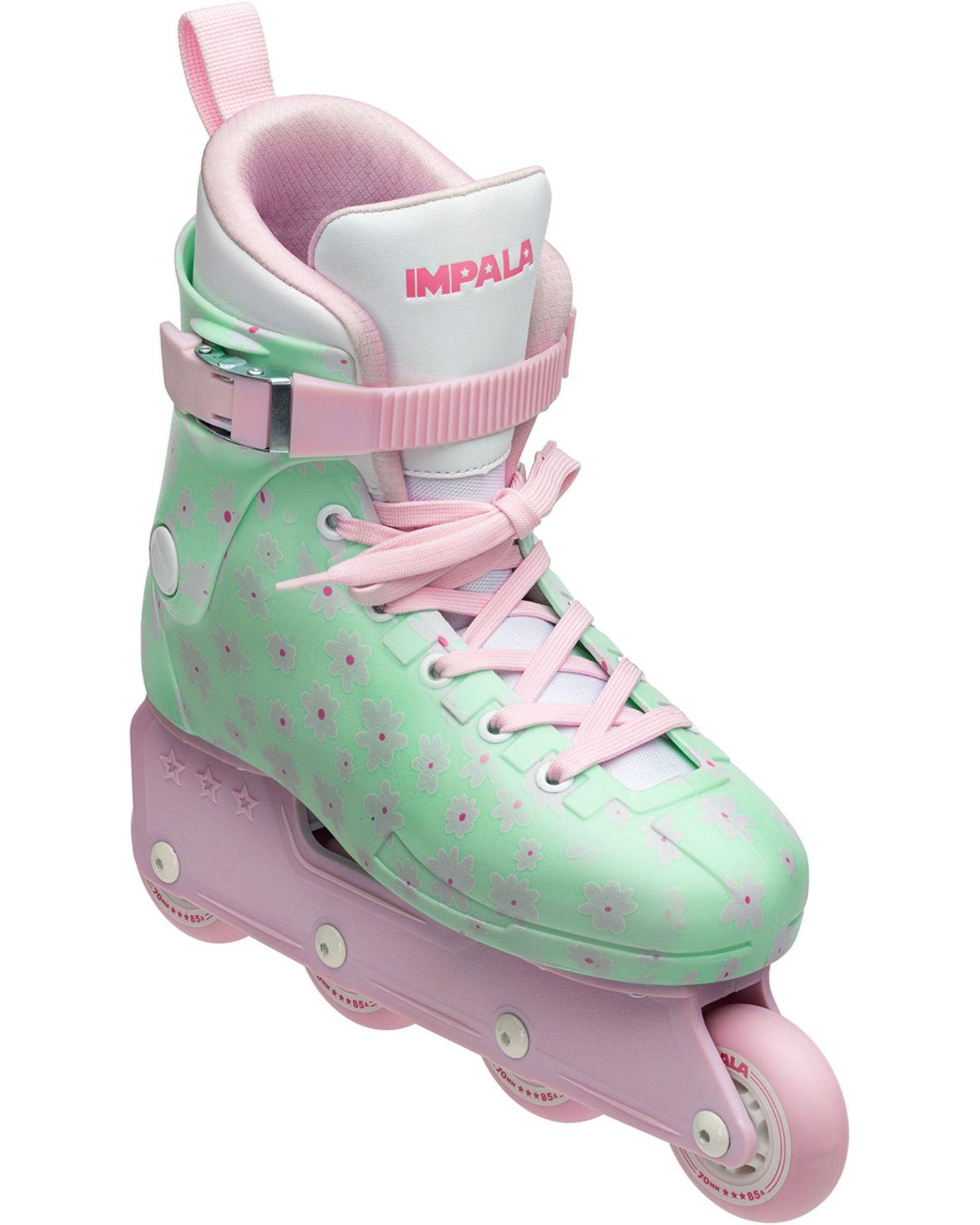 Outdoor-Sport ist für sich schon cool – wenn die Inline Skates dann auch noch im ultra stylischen Retro-Design sind, gibt es keine Ausreden mehr, den eigenen Schweinehund nicht zu überwinden. Impala Skates, ca. 150 Euro.