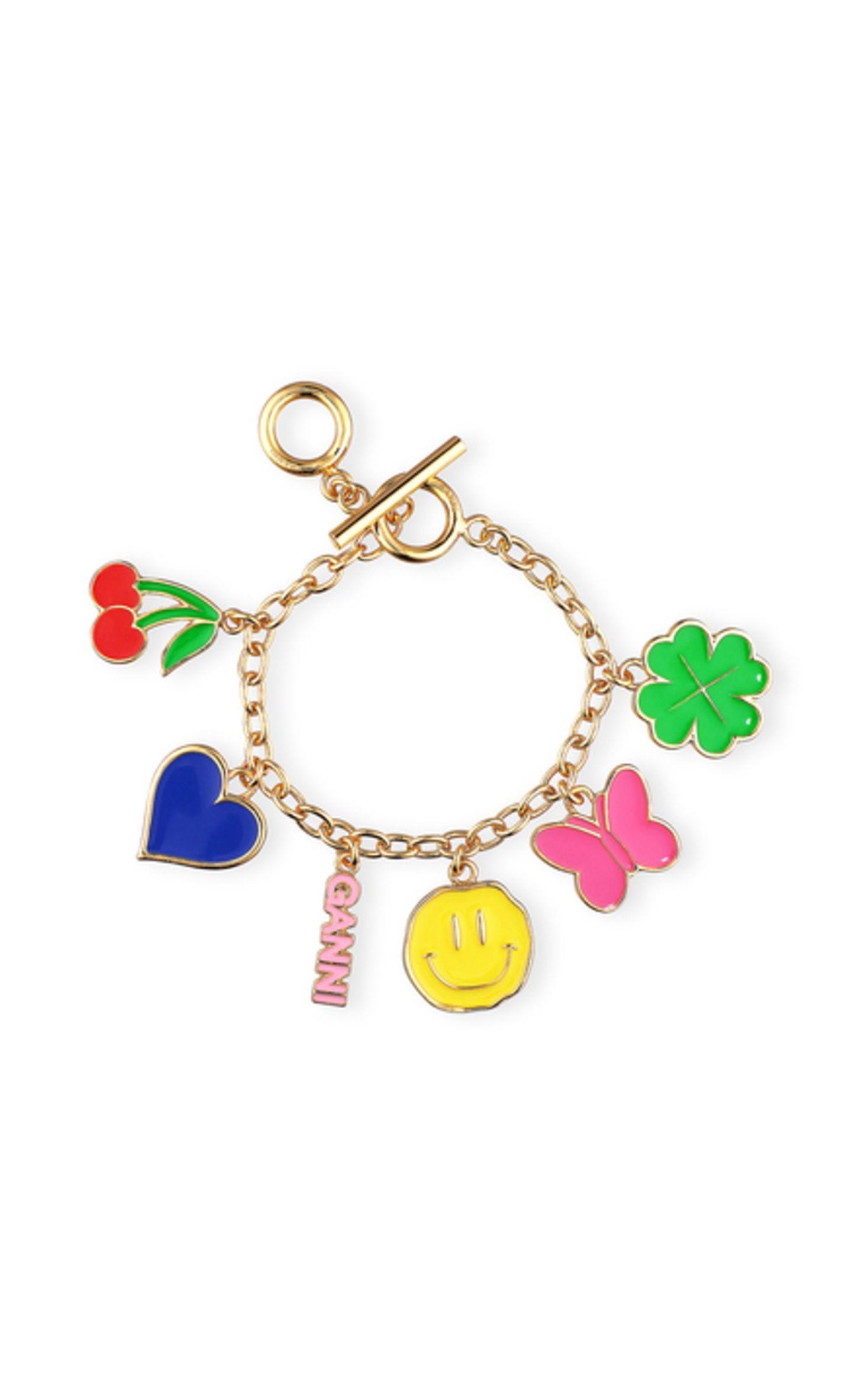 Also, wenn dieses Armband einem nicht ein Lächeln ins Gesicht zaubert, wissen wir auch nicht weiter! Das super süße Schmuckstück von Ganni sorgt nicht nur für Farbe, sondern definitiv auch gute Laune im Alltag. Ca. 75 Euro.