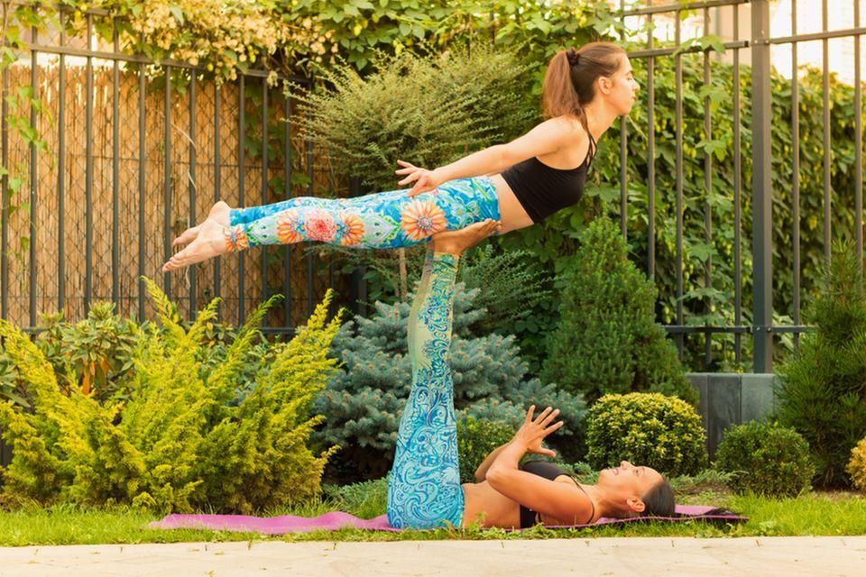 Acro Yoga: Bird
