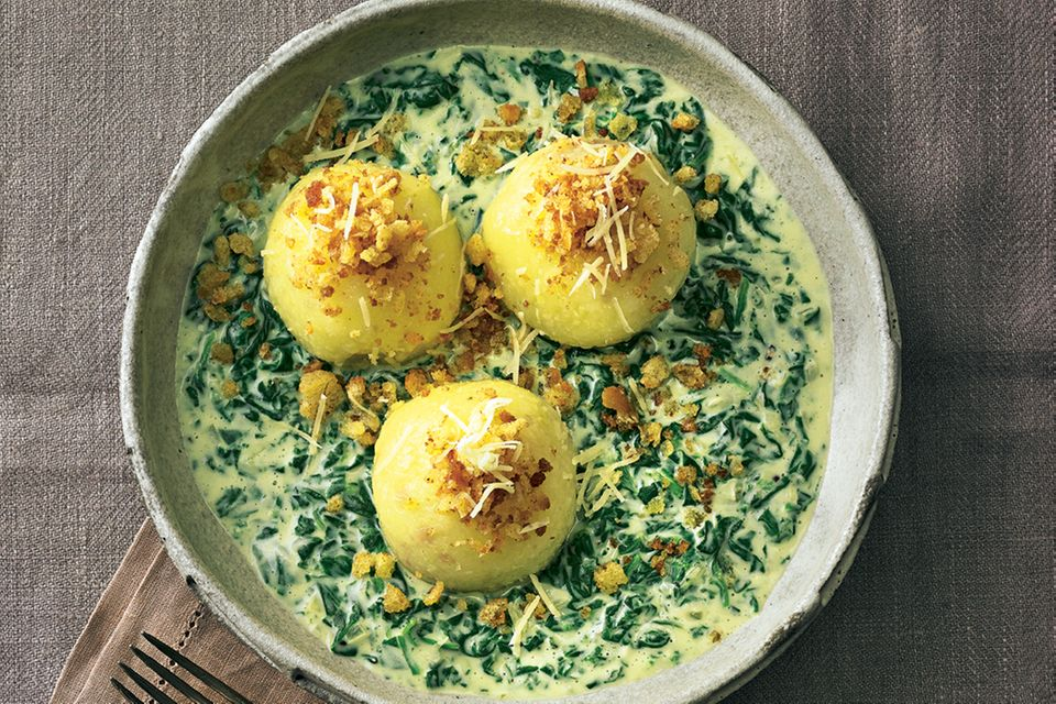 Potato dumplings with spinach and cheese sauce