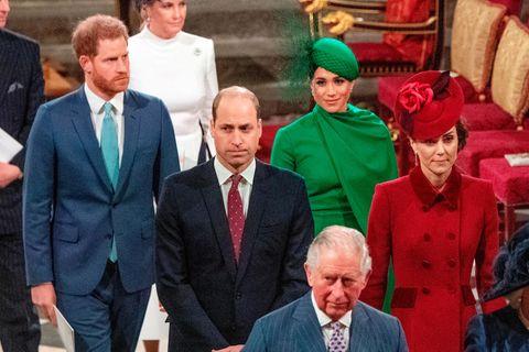 Prinz Harry, Prinz William, Prinz Charles, Herzogin Meghan und Herzogin Catherine