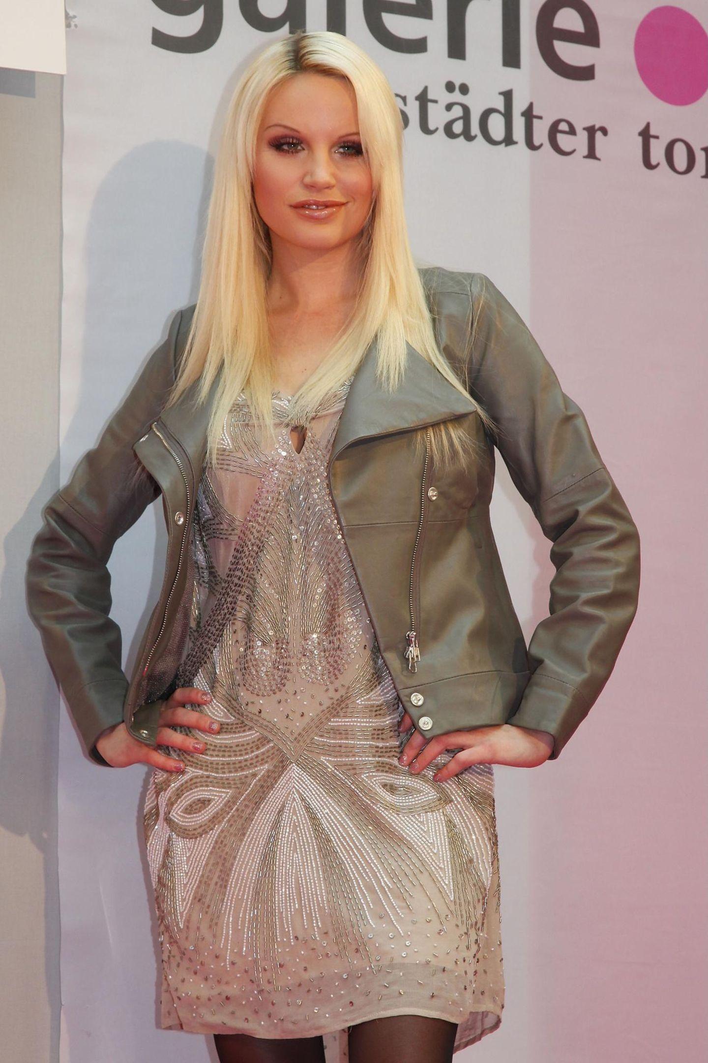 GNTM: Gina-Lisa Lohfink mit blonden langen Haaren