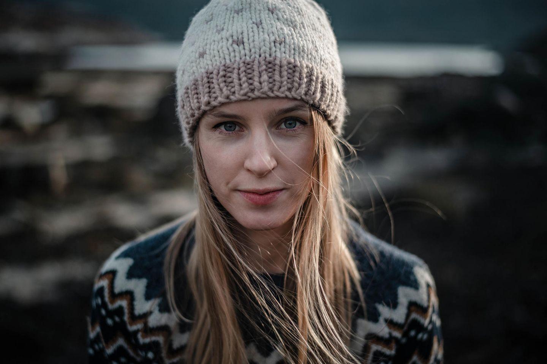 Psychologie: Eine hübsche, emotional nicht erreichbare Frau