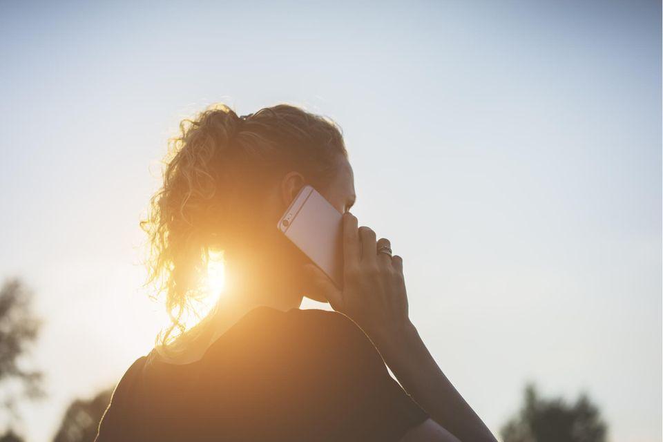 Psychologie: Frau am Telefon