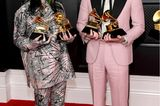 Der Look von Billie Eilishist einfach speziell. Zur Verleihung trägt sie diesen Zweiteiler von Gucci mit passendem Bucket Hat. Gemeinsam mit ihrem Bruder Finneas Baird O'Connell räumt sie bei den Grammys ab.