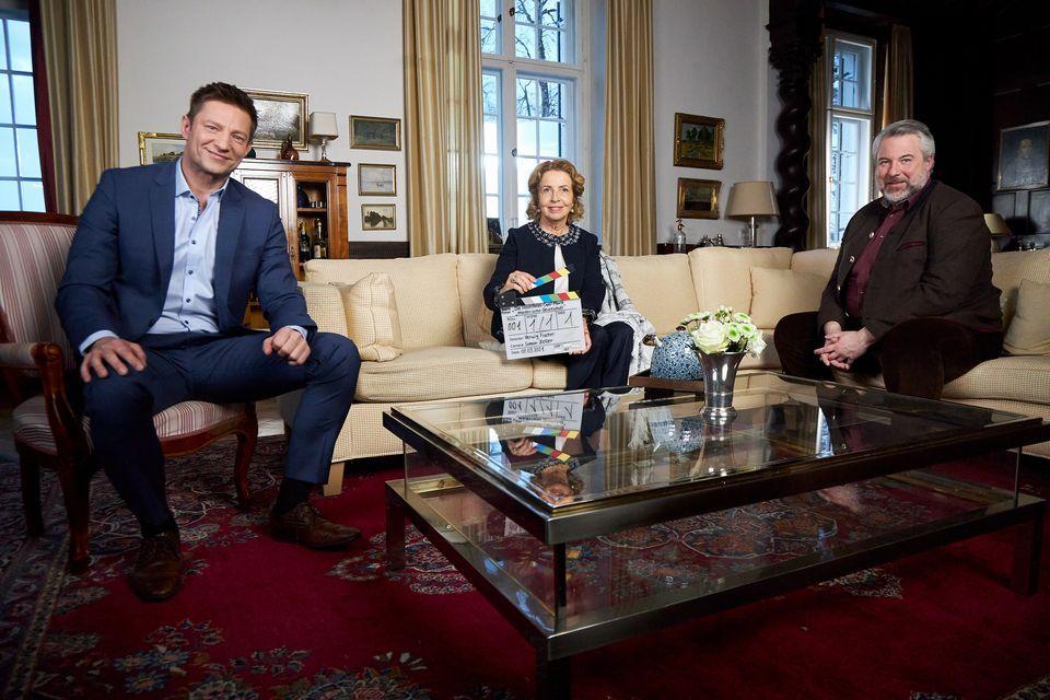 Kommissar Hansen (Igor Jeftić), Margarethe Herrling (Michaela May) und Kommissar Stadler (Dieter Fischer).