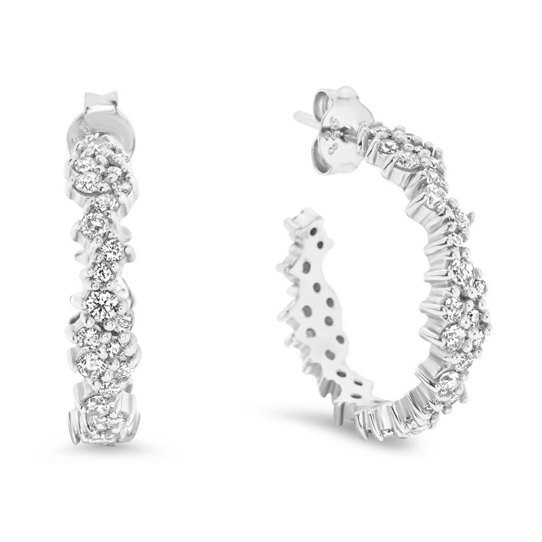 Silberne Kreolen mit Steinchen