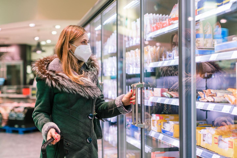 Rückruf: Frau im Supermarkt