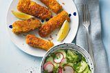 Fischstäbchen mit Gurkensalat
