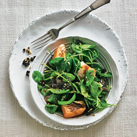 Spinat-Rezepte: Spinatsalat mit Lachs