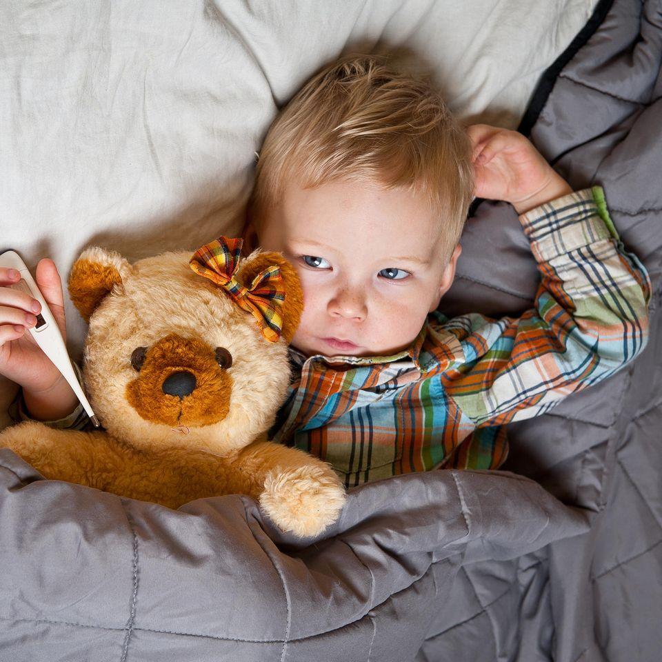 Kind krank im Bett