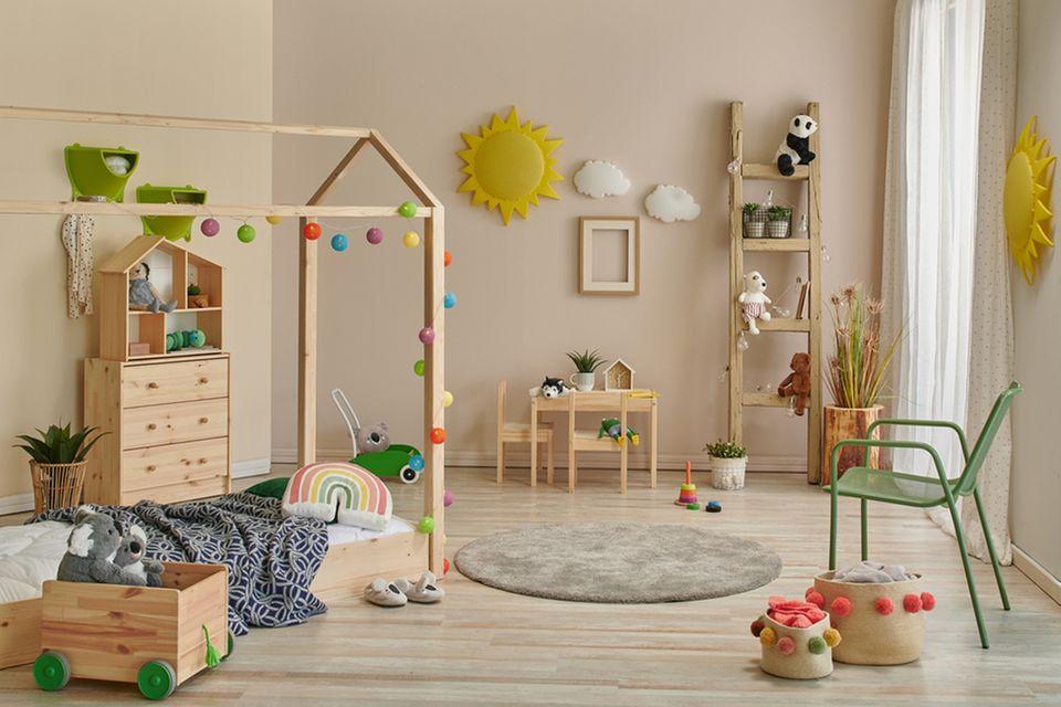 Montessori Kinderzimmer: Kinderzimmer mit Bodenbett