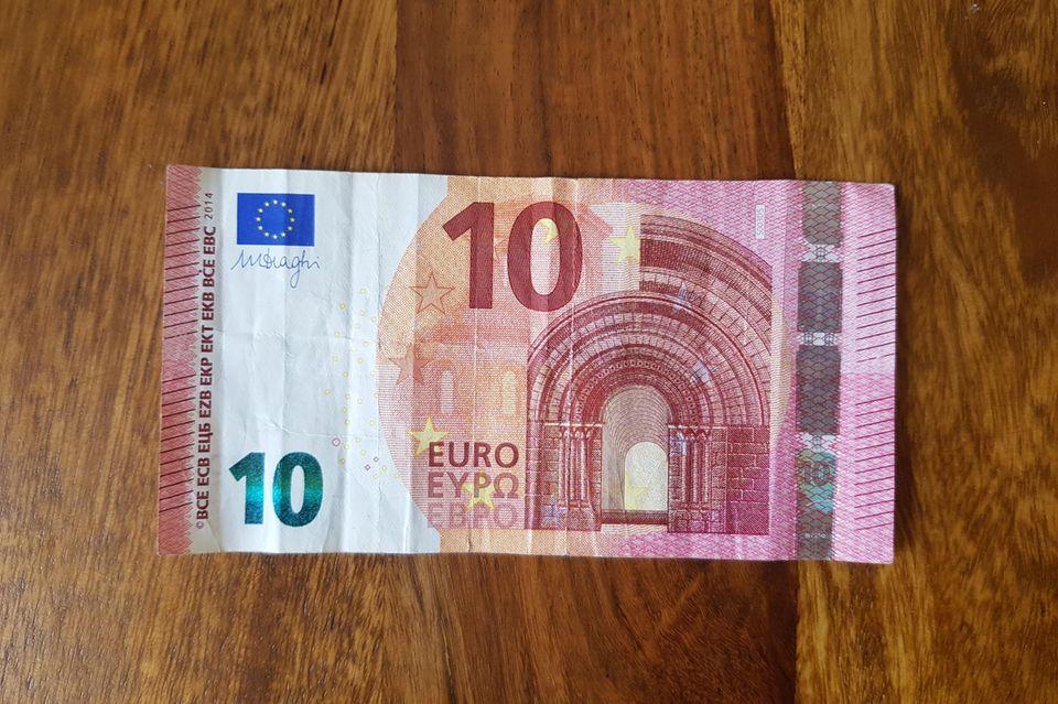 Geldscheine zum Herz falten: Zehn-Euro-Schein