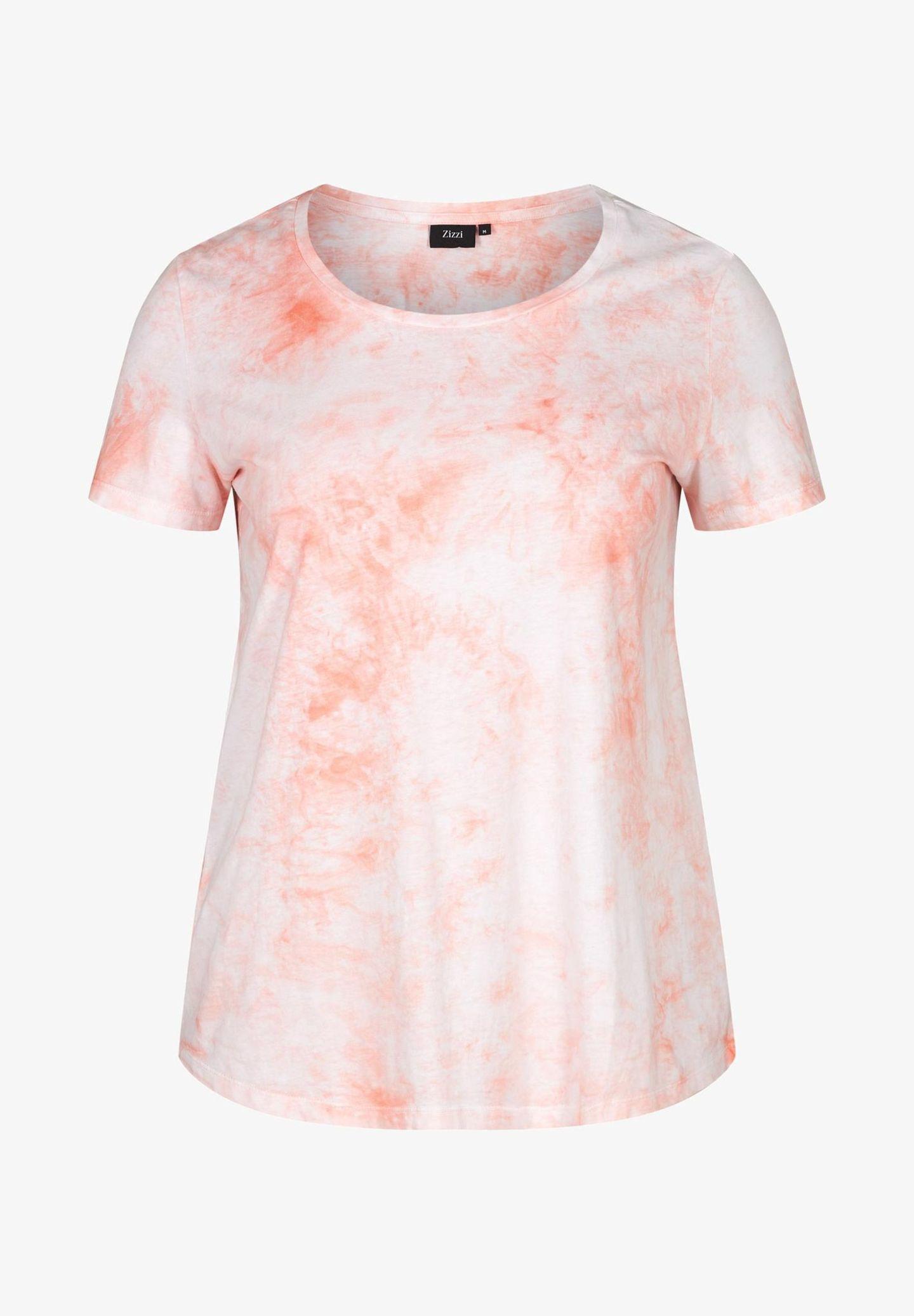 Batik-Shirts tragen wir im Frühling und Sommer noch immer gern. Klar, dass diese Variante in Weiß und Rosa sofort in unseren Warenkorb wandert. Von Zizzi über Zalando, rund 25 Euro.