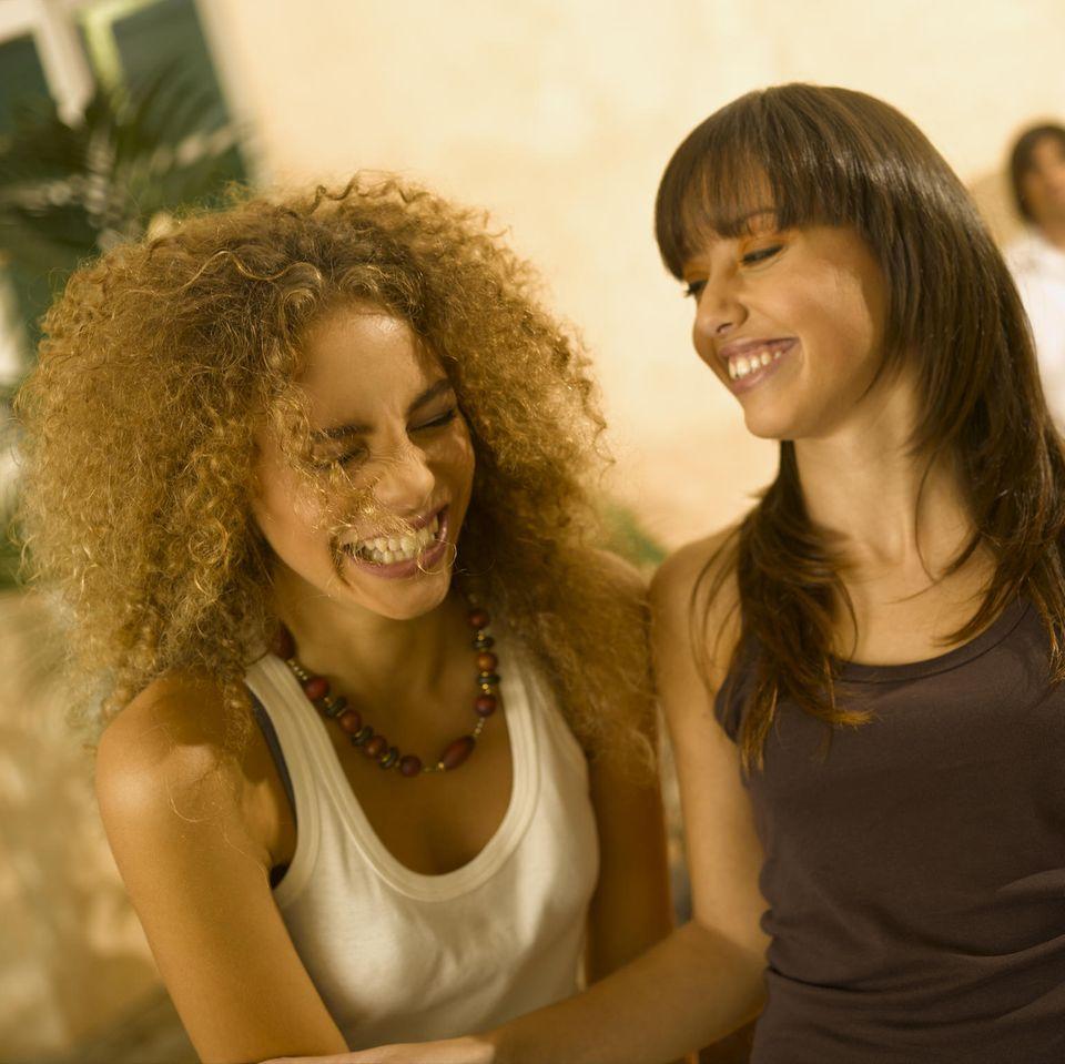 Horoskop: zwei sozial intelligente Frauen