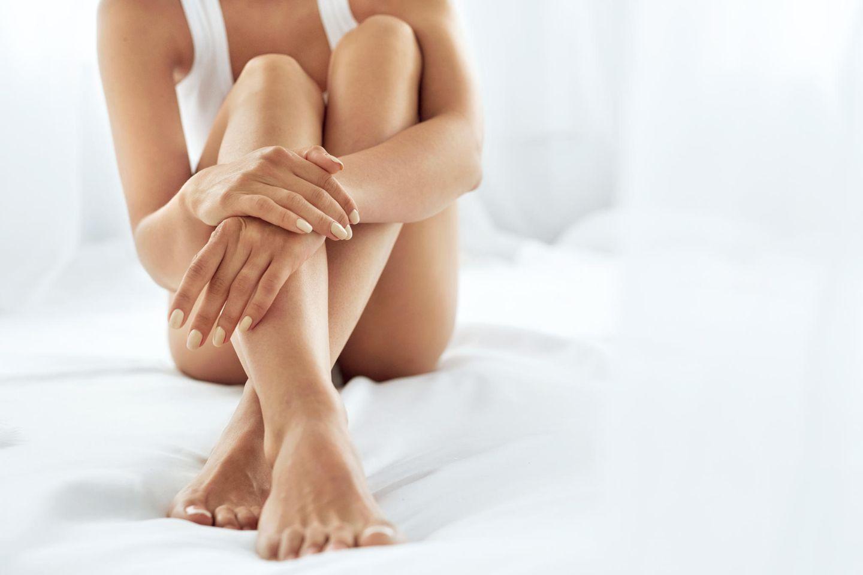 Frau mit glatten Beinen