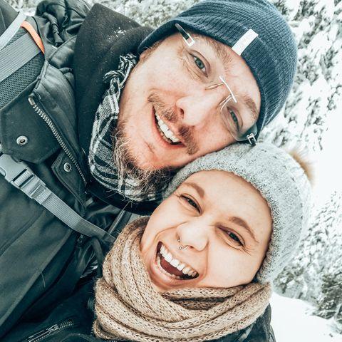 Julia und ihr Mann Sven haben auf den Lofoten ihr Glück gefunden - obwohl sie pflegebedürftig ist.