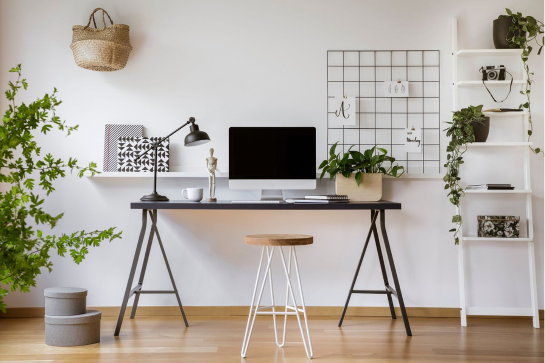 Schreibtisch organisieren: Schreibtisch. mit PC