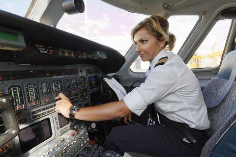 Pilot: Pilotin bei der Arbeit
