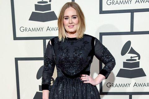 Adele: Gerücht um Affäre mit Bradley Cooper: Adele während eines Konzerts