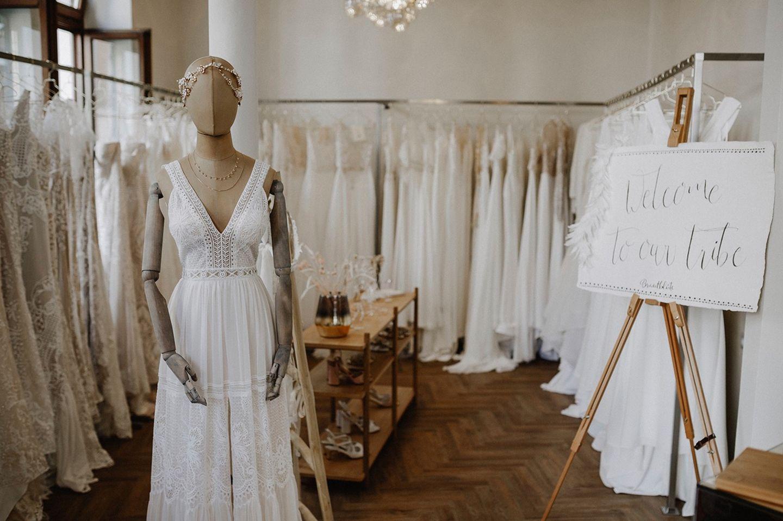 Wedding Award: Hochzeitskleider im Laden