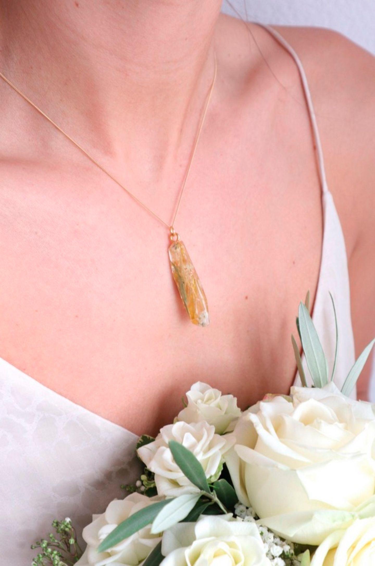 Wedding Award: Braut mit Schmuck