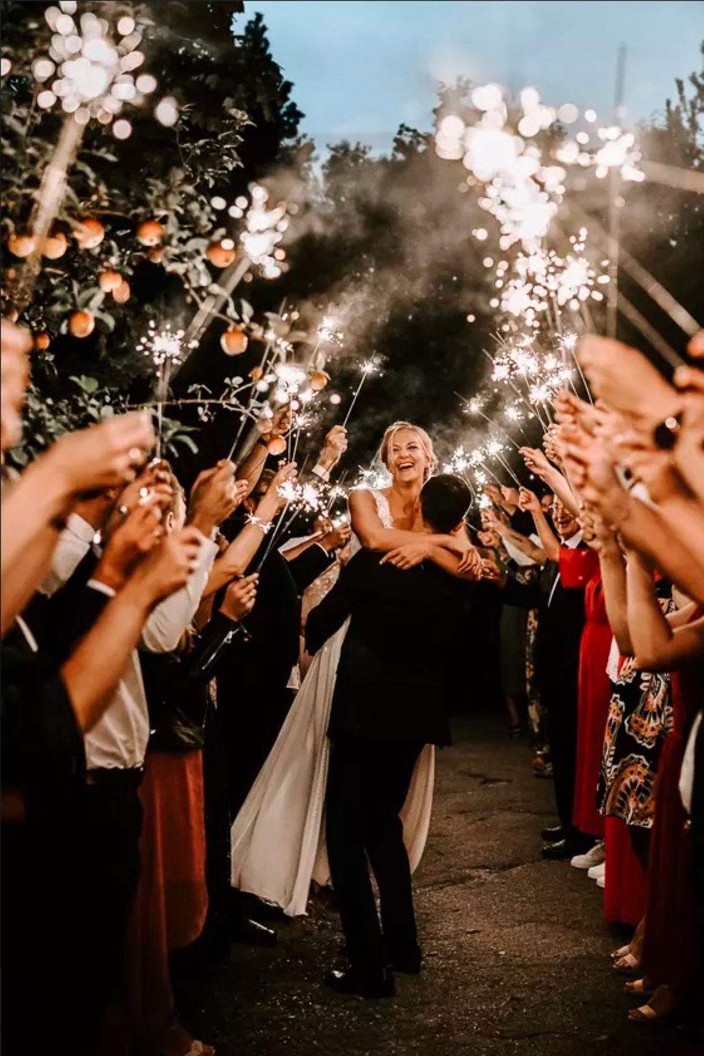 Wedding Award: Brautpaar mit Wunderkerzen