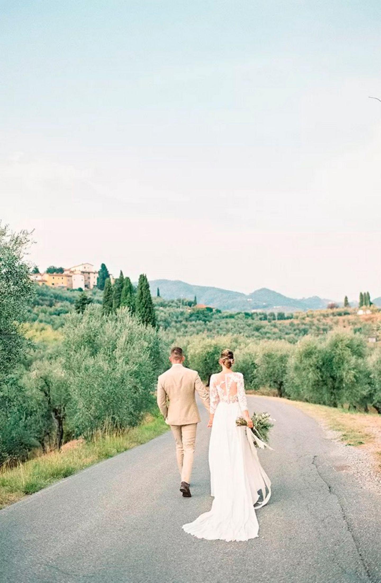 Wedding Award: Brautpaar von hinten