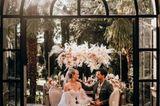Wedding Award: Hochzeitspaar sitzt
