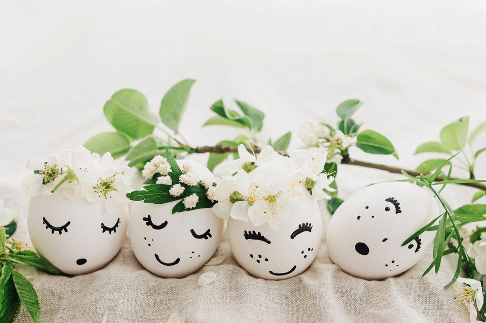 Frühlingsdeko basteln: Eier mit Gesichtern