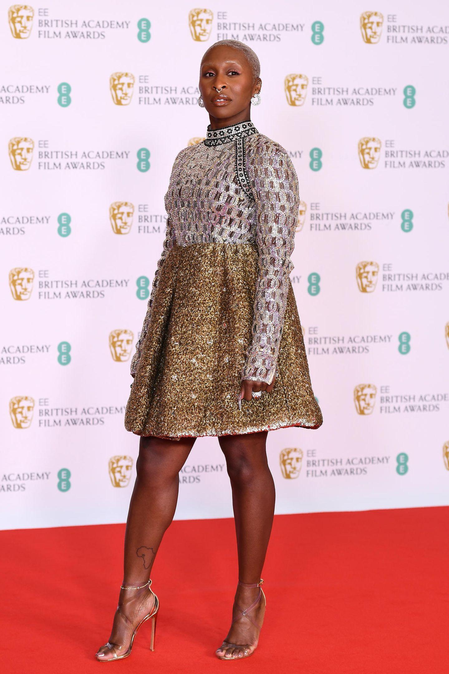 Cynthia Erivo glänzt verspielt in Gold und Silber; ihr BAFTA-Look stammt von dem LuxuslabelLouis Vuitton.