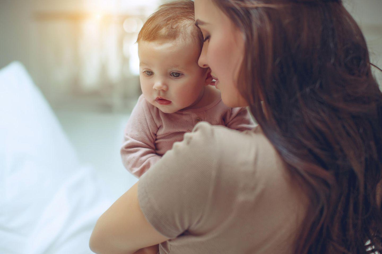 Corona aktuell: Mutter mit Baby