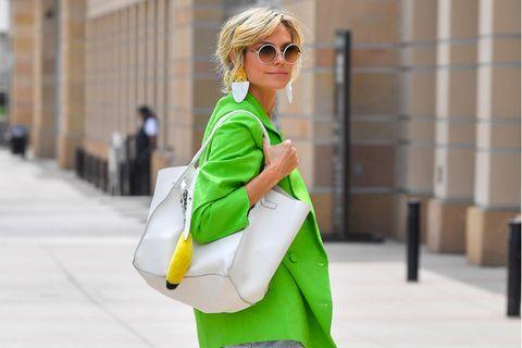 Heidi Klum im Neon-Blazer.