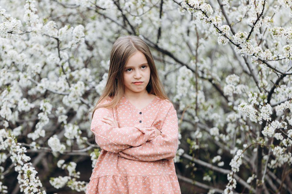 Leser erinnern sich: Mädchen das die Arme verschränkt