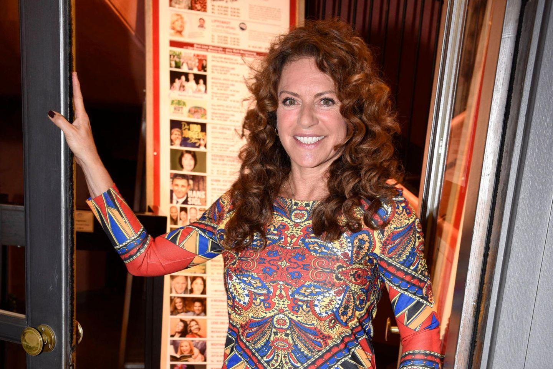 Christine Neubauer: Überraschender Aufruf bei Instagram: Christine Neubauer lächelt