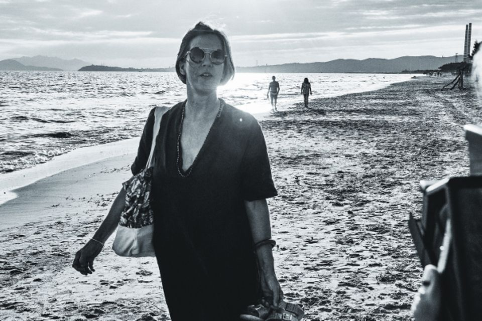 Roadtrip durch Italien: Annette am Strand
