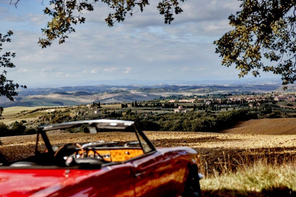 Roadtrip durch Italien: Blick auf die toskanische Landschaft